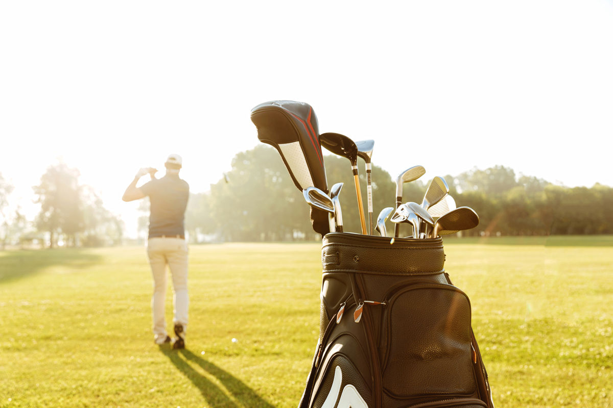 Hitting the links near your Saskatoon hotel is a fun way to take a break from your business trip.
