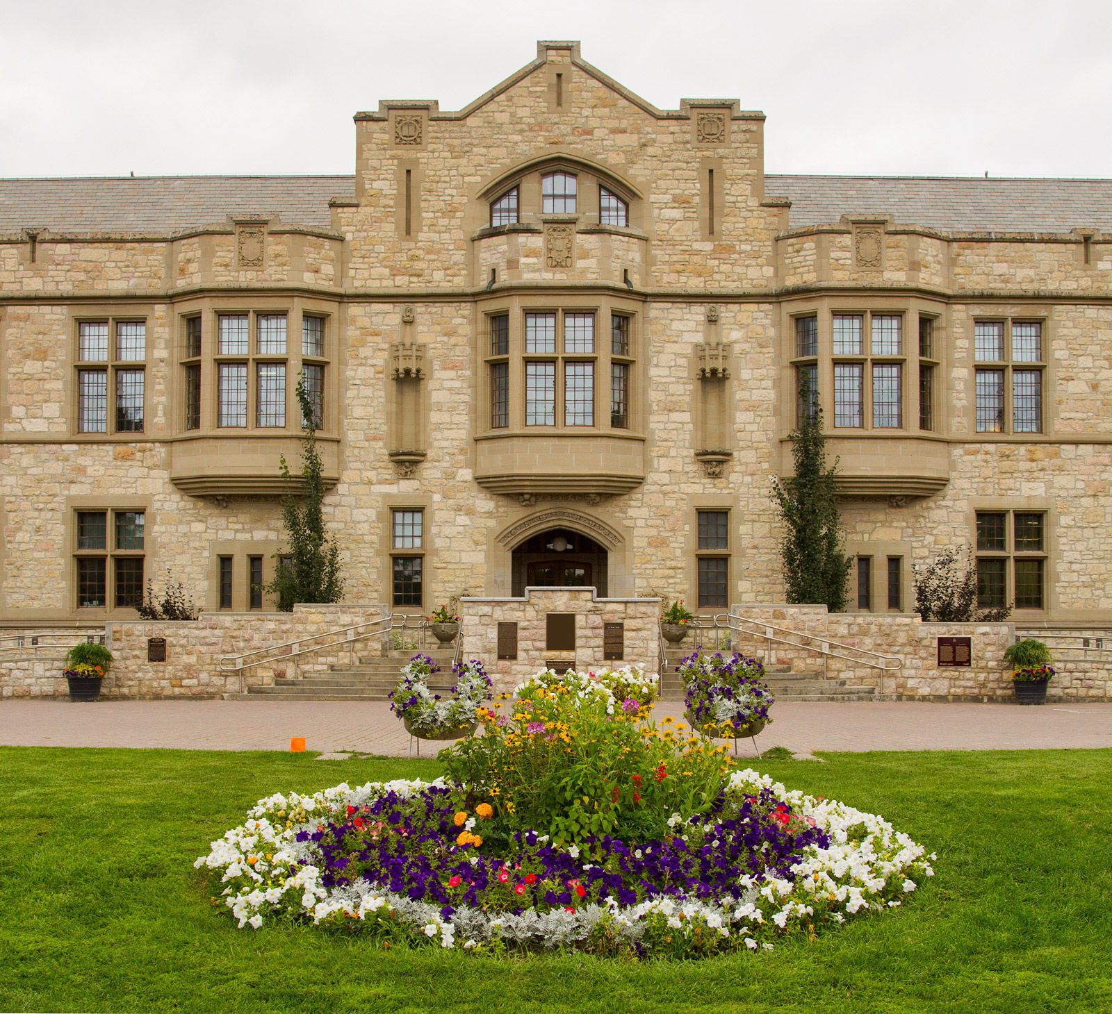 Explore the campus of the University of Saskatchewan when you stay at one of the best Saskatoon hotels for students and their families.